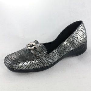 LIZ CLAIBORNE Silver Reptile Chain link Loafers